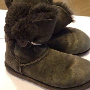 UGG Australia Bailey Button 5803 Sheepskin Suede🐨